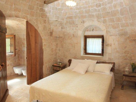 Camera matrimoniale picture of pietra luce dei trulli for Camera dei