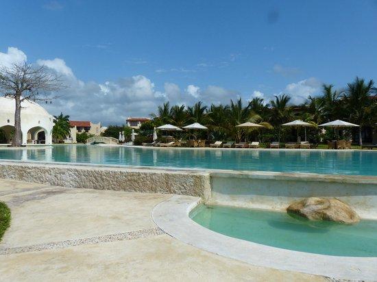 Swahili Beach Resort: Upper part of the pool