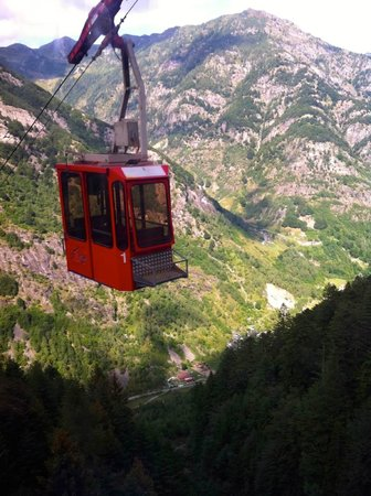 seilbahn in der n he foto di b b mosogno mosogno tripadvisor. Black Bedroom Furniture Sets. Home Design Ideas