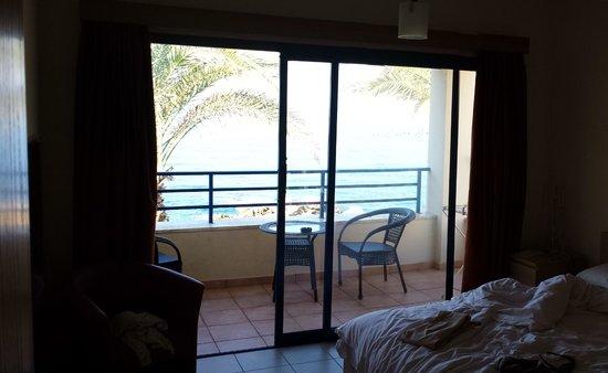 Vrachia Beach Hotel & Suites: Dalla Camera