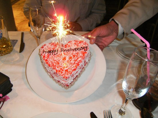 Minos Hotel: Our surprise cake!