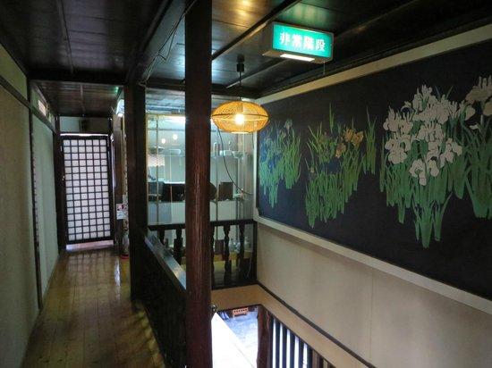 Kanazawaya Ryokan: Staircase & corridor