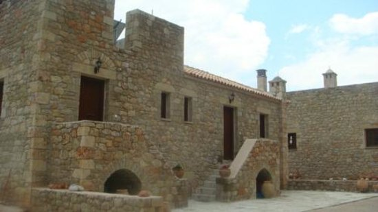 Brazzo di Maina : πετροκτιστα κτιρια