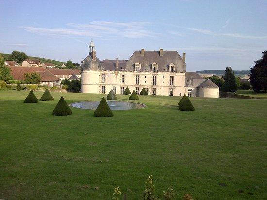Château d'Etoges : Another rear view