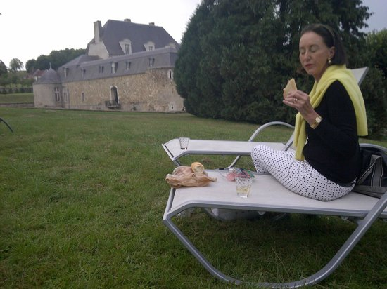 Chateau D'Etoges: Tranquil  eating!