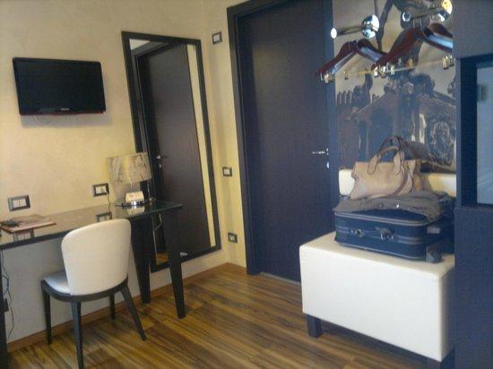 Hotel Nazionale: Camera e zona armadio