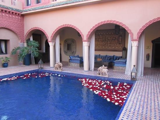 Kasbah Tamadot : reflecting pool