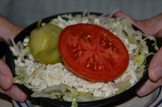 Laki's Greek Restaurant & Pizza: Small salads to start....