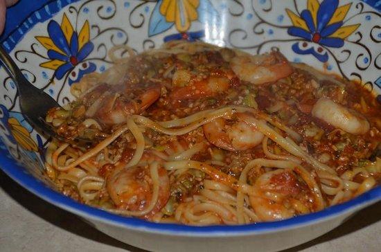Laki's Greek Restaurant & Pizza: Linguine Shrimp & Clams in red sauce. Mercy!