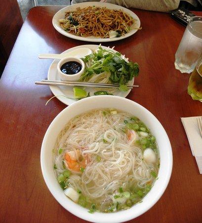 Darren's Cafe: Noodles in zuppa e alla piastra