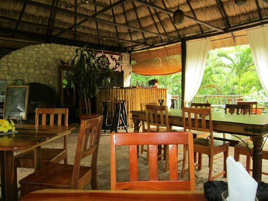 Table Rock Jungle Lodge: The dining hall of Table Rock.
