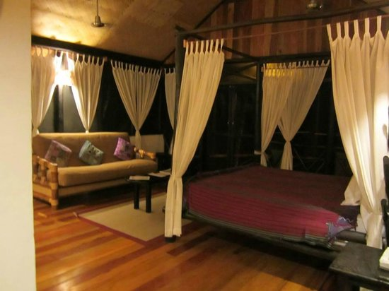 Table Rock Jungle Lodge: The Laughing Falcon - River View Cabana.