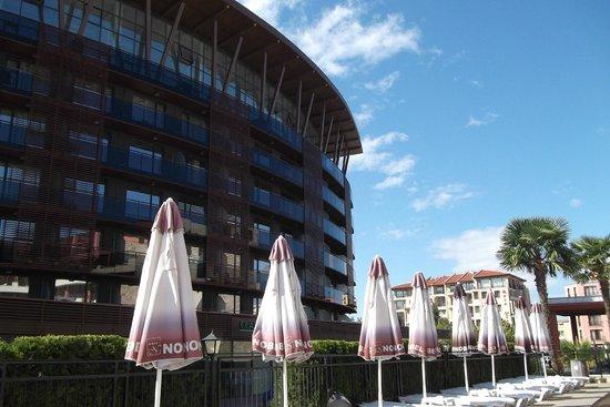 Nobel Hotel: by the pool