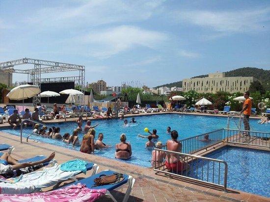 Invisa Hotel Es Pla: snack bar pool
