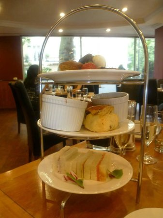 Radisson Blu Portman Hotel, London: gorgeous scones