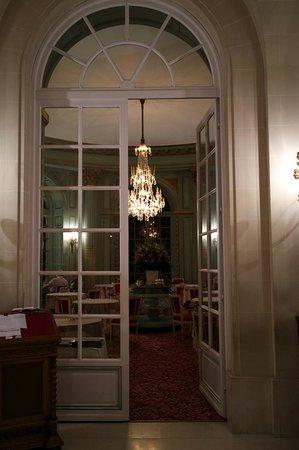 Restaurant L'Origan, du Château d'Artigny : Вход в ресторан