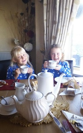 Lolly's Hotel : the girls enjoyed there scrumcious breakfast