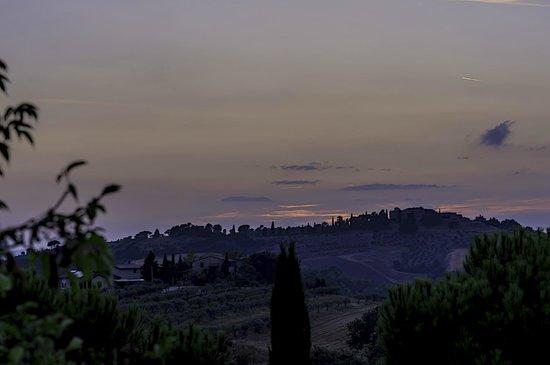 Agriturismo La Casella : Un tramonto visto dalla sala ristorante