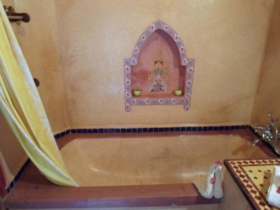 Riad Bleu Du Sud : Vasca da bagno della camera Safia