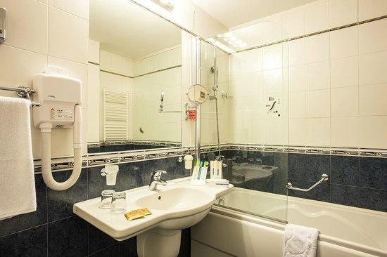 BEST WESTERN Hotel Europe: Bathroom