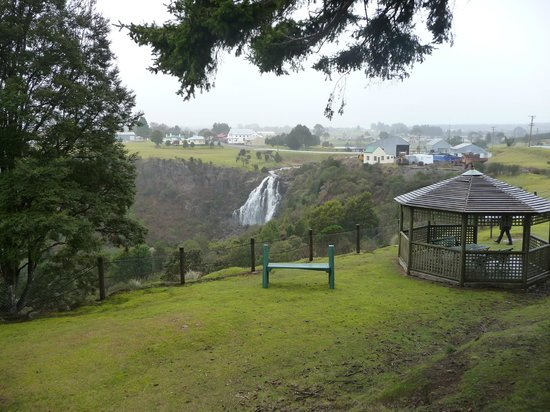Scenic View Cafe: The majestic Waratah Waterfall