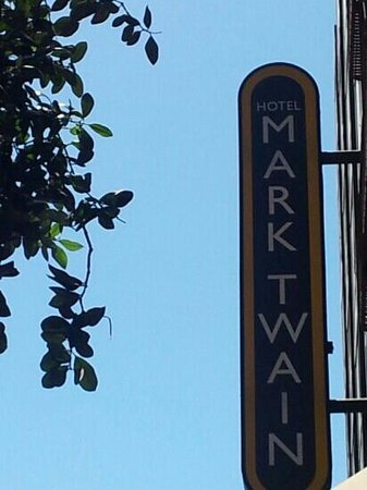 Hotel Mark Twain: the sign