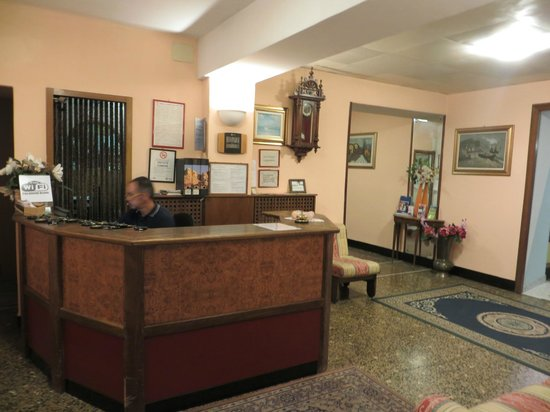 Hotel Assarotti : reception/hall