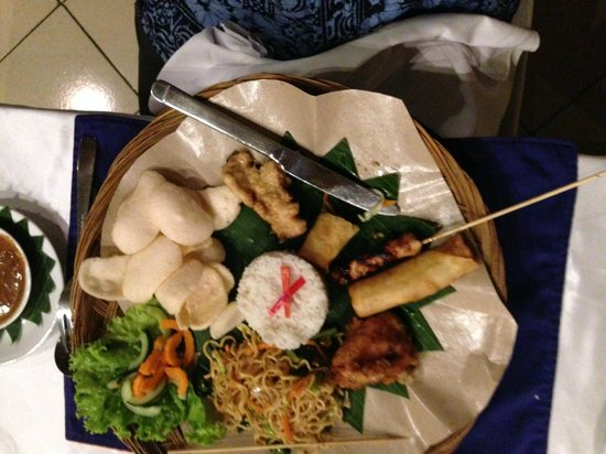 Lovina Beach Resort: La cena indonesia