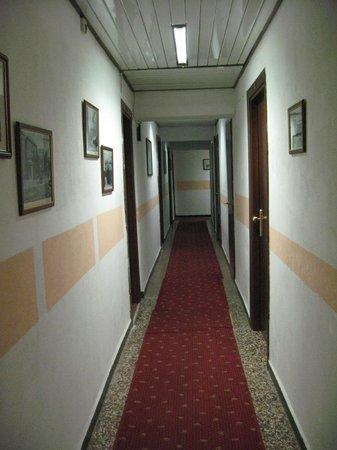 Hotel Assarotti : hotel passage (1st floor)