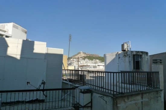 BEST WESTERN Ilisia Hotel: Single room. View from the window (Lycabettus hill)