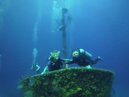 Anthony's Key Resort: Wreck diving