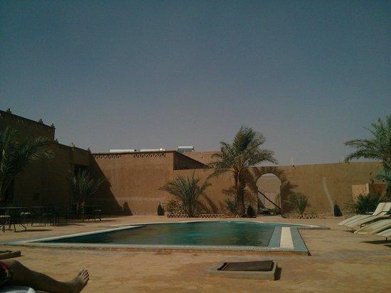 Hotel Nomad Palace : Zwembad van het hotel, tijdens en w zandstorm