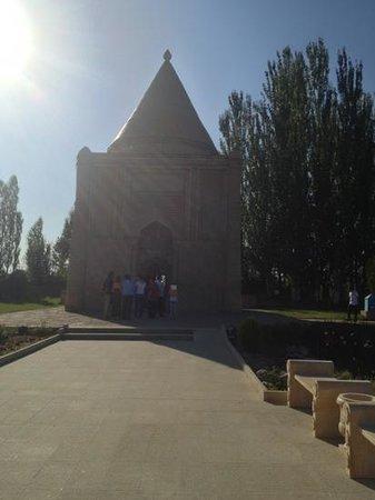 Aisha Bibi Mausoleum: mausoleum