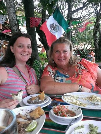 Dos Chíles: Enjoying Mahi Fajitas