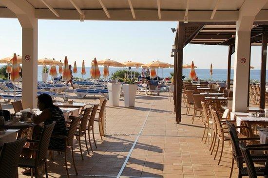 Asterias Beach Hotel: Frühstück mit Meerblick