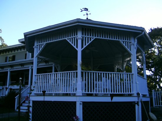 Mermaid Inn of Mystic: Gazebo to Escape