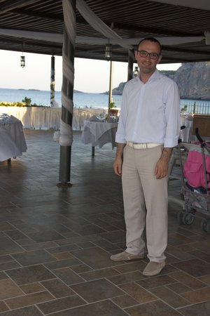 Lindos Memories: sortiris our fantastic hotel manager