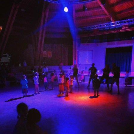 Camping Riccione: L'arena durante la babydance serale