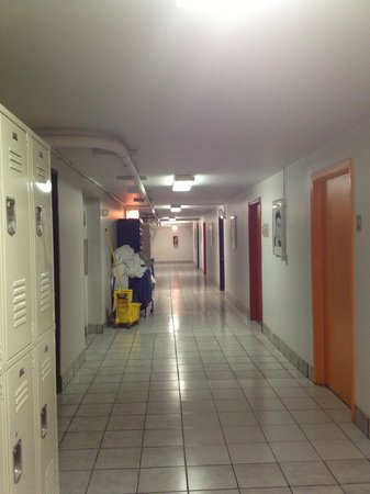 Chicago Getaway Hostel: Flur im Keller