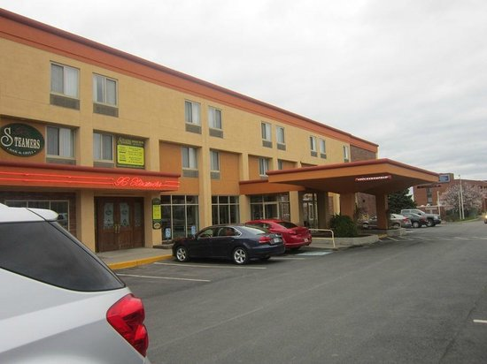 Quality Inn & Suites Riverfront : hotel front