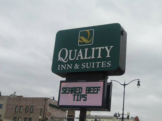Quality Inn & Suites Riverfront : exterior from road