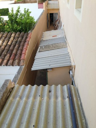 Amoros: Das Fenster zum Hof