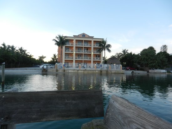 Hutchinson Island Plaza Hotel and Suites : Photo looking from the dock