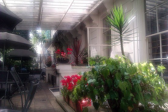 Pembridge Palace Hotel : Patio de hotel