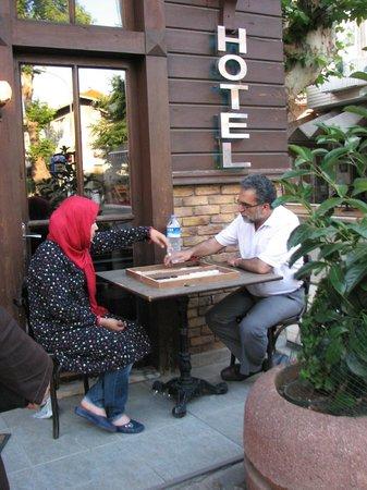 Butik Ada Hotel: playing backgamon ,front door