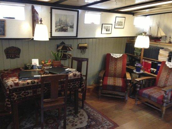 Museum Boat : Houseboat museum