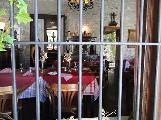 Meson de la Plaza: Rustic and charming interior