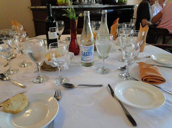 Meson de la Plaza: Elegant table setting