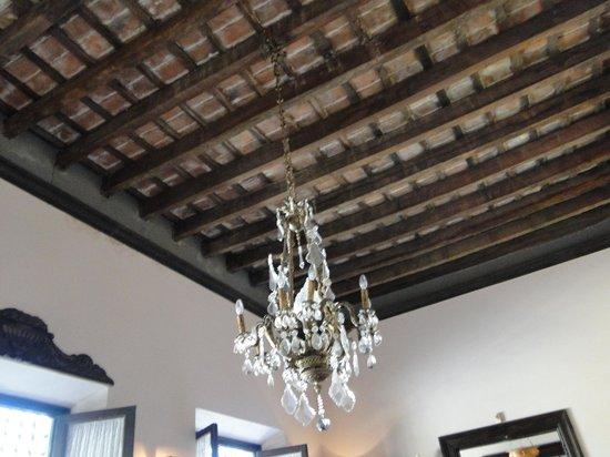 Meson de la Plaza: Exposed wooden ceiling with chandelier
