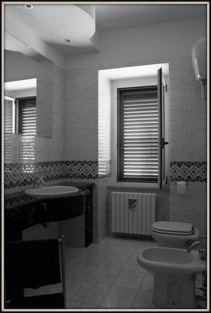 Bed & Breakfast Villa Lidia - La Maestra del Borgo: Bagno Piano Primo